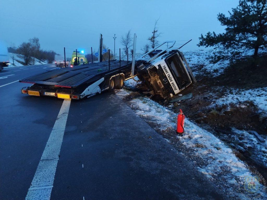 14. 11. 2019 – Dopravní nehoda nákladního automobilu na obchvatu města